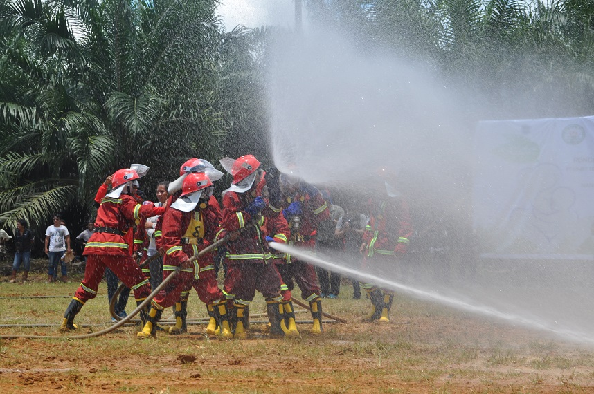 Training villagers to rapidly suppress fires
