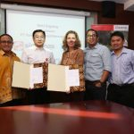 Group of 7 people from SNV & GAR with MoU